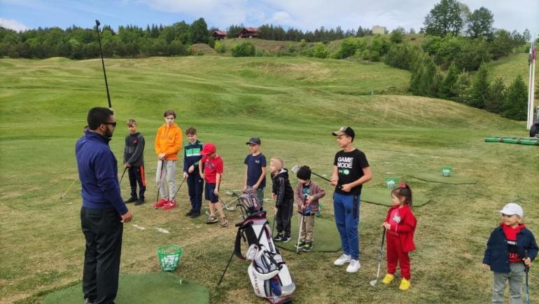 Детская академия гольфа «Свияжские холмы» поздравила С днем защиты детей!